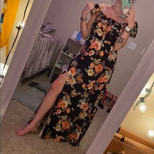 Maxi dress with a slit
